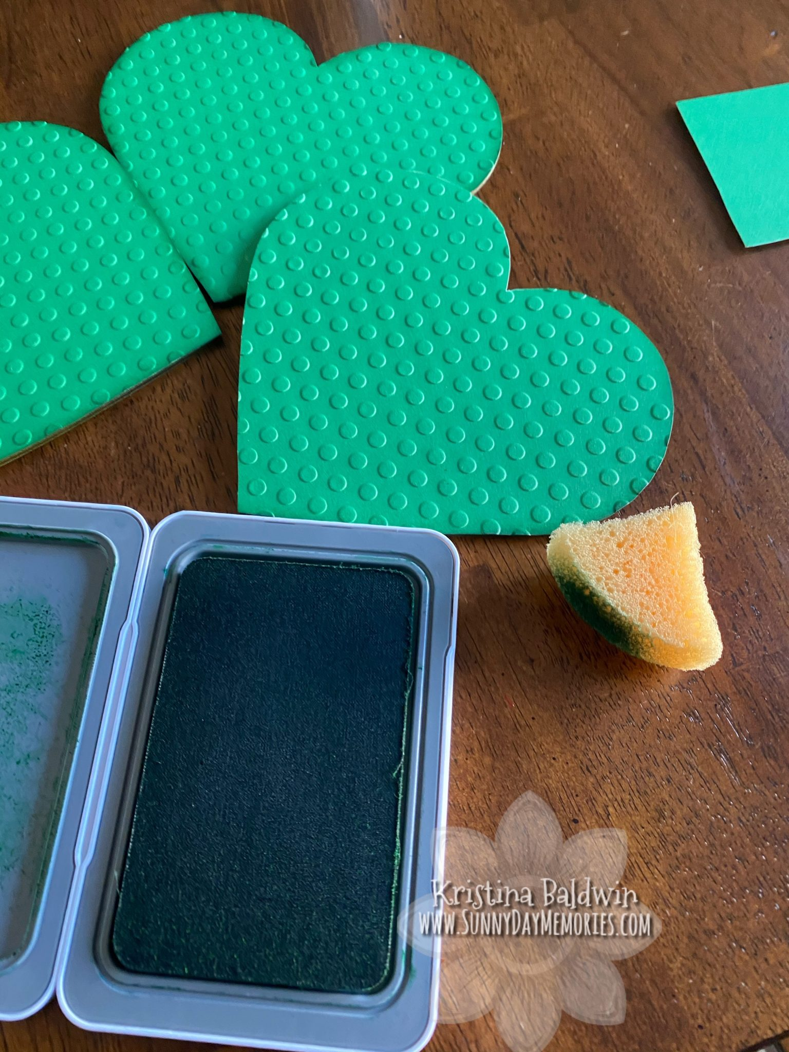 Sponging Shamrock Pieces
