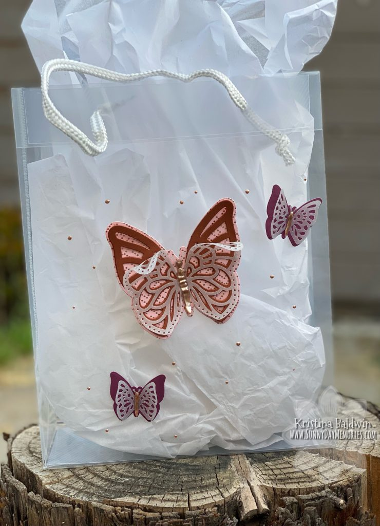 How to Personalize a Gift with a Decorated Gift Bag